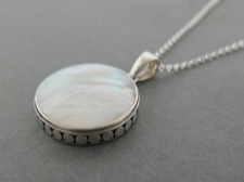 Mother of Pearl Round